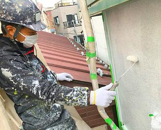 現在の外壁塗装はローラーを使った塗り替えがメイン