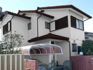 外壁:ホワイト 屋根:ワインレッド