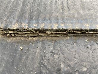 大和市南林間のお住まいでは、5年前に行ったという屋根塗装が屋根材の劣化を早めていました