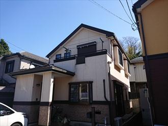 横須賀市太田和にて窯業系サイディングへ外壁塗装、パーフェクトトップ(N-93、N-25、15-30F)を使用して綺麗に塗り分けました、施工前写真