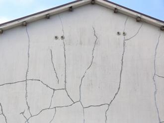 ひび割れた住宅