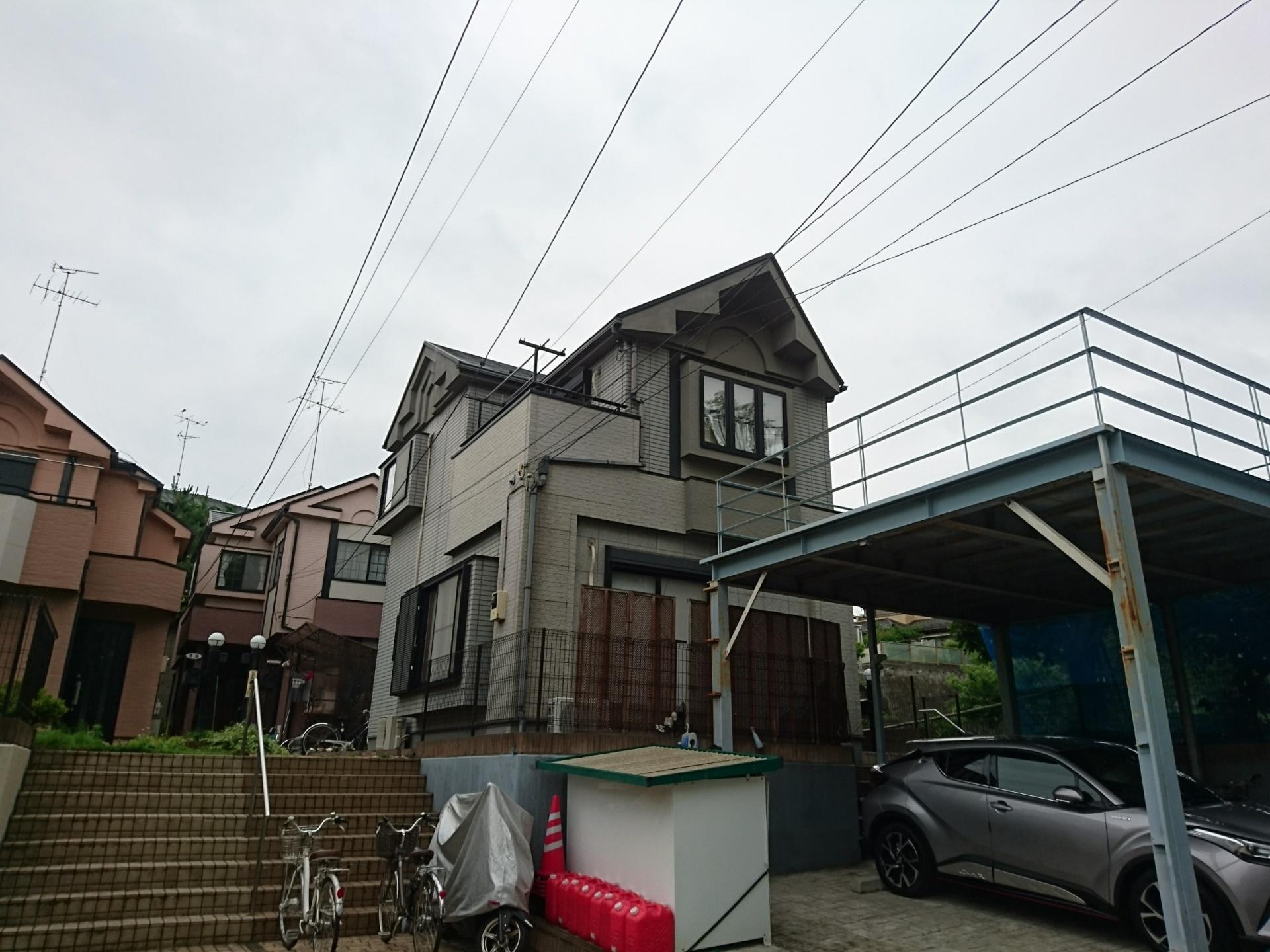 横浜市緑区で築15年目で初めての屋根外壁塗装、サーモアイSiとパーフェクトトップで寒色系から暖色系へイメージチェンジ、施工前写真