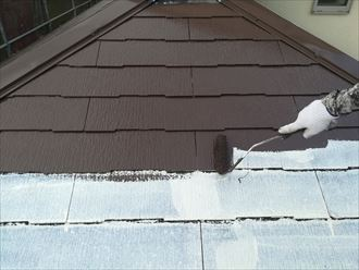 屋根塗装の中塗り状況