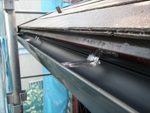 幸区-雨樋交換、吊り金に雨樋設置