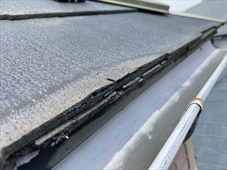 屋根塗装をご検討中の横浜市栄区犬山町のお住まいの屋根材は、塗装による効果が期待できないパミールが使用されていました