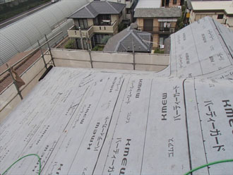 横浜市緑区 屋根カバー工事 防水シート設置後
