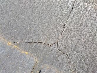 川崎市幸区でスレート屋根のひび割れを直して塗装します