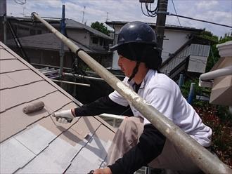 横浜市保土ケ谷区で遮熱塗料のサーモアイ4Fで屋根塗装工事中
