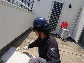 川崎市幸区でアパートの廊下を滑り止め塗料で塗装します