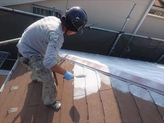 横浜市保土ケ谷区でスレートの下塗りにベスコロフィラーHGを使います