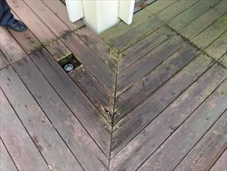 傷んだ床板