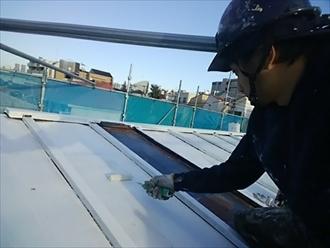 トタン屋根は剥がれた塗膜をしっかり除去します|川崎市多摩区