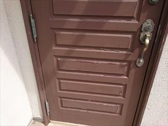 木製の玄関ドアを木目を活かした塗装に塗り替えました|横浜市金沢区、施工前写真