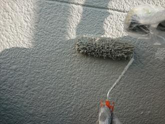 モルタルの方が吸い込みが多いため塗料も多く使用しました。凹凸にきちんと塗膜を作るためには平たんな外壁以上に事前に用意しておかなくてはなりません。