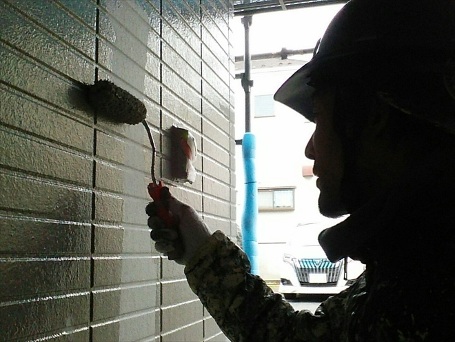 下塗りがきちんと行われているおかげで綺麗にパーフェクトトップが塗られてゆきます。