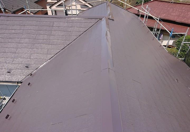横須賀市秋谷にて、遮熱塗料サーモアイSiのクールダークチョコレートでスレート屋根の塗装を行いました