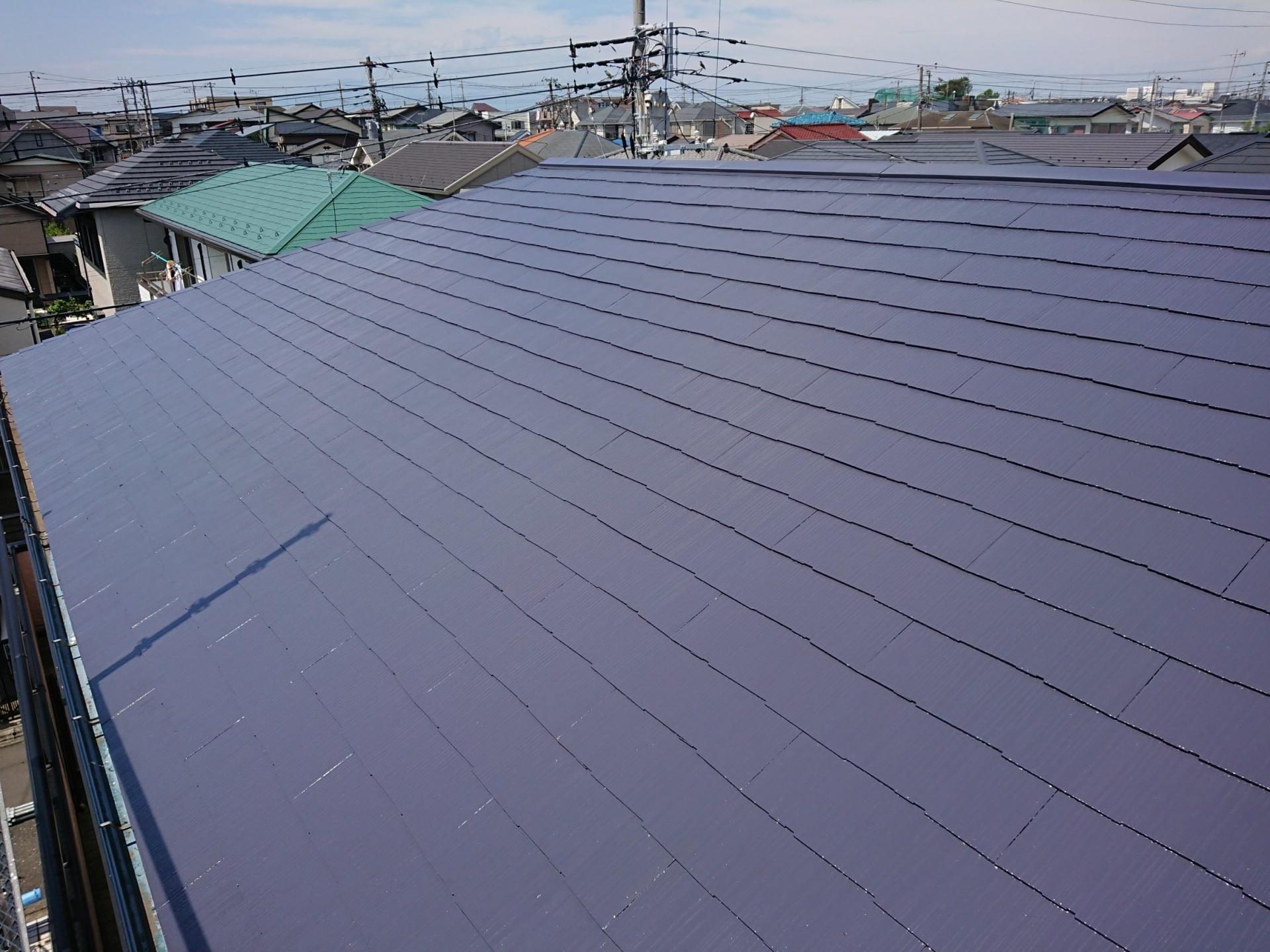 サーモアイ4Fのクールダークグレーを使い仕上げた屋根の様子