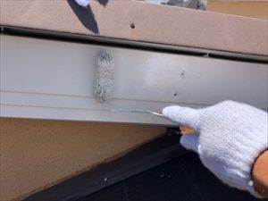 破風板上塗り、既に艶も出ており綺麗に仕上がっております