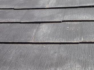 秦野市桜町にて行った点検調査、スレートの浮きやヒビは塗料の劣化が原因ですので塗装を行いましょう