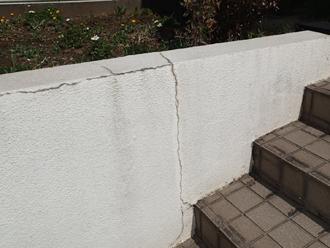 クラックが発生した擁壁