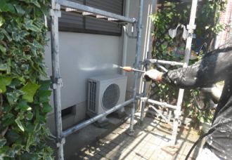 外壁の高圧洗浄の様子