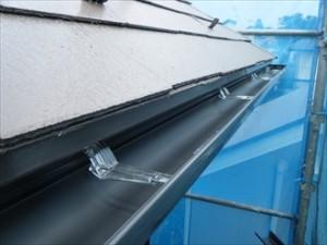 幸区-雨樋交換、吊り金に雨樋設置2