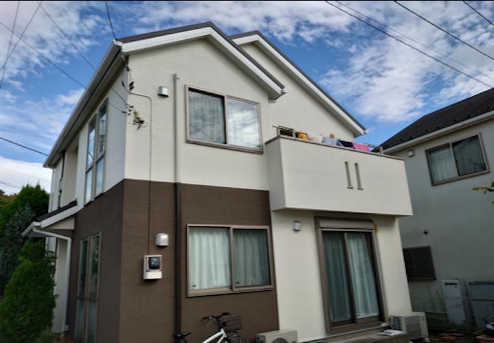 横浜市金沢区釜利谷東にて、パーフェクトトップとジョリパッドフレッシュでモルタル外壁をツートンカラーに