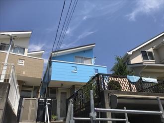 横浜市青葉区築20年で2回目の屋根外壁塗装、サーモアイSiとパーフェクトトップで鮮やかな空色へ、施工後写真