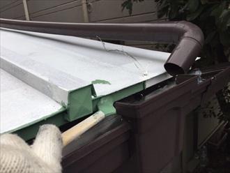 横浜市神奈川区上反町にて瓦棒葺きの下屋根塗装工事を行いました