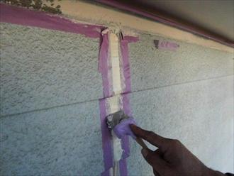 横浜市緑区北八朔町でサイディング張りの外壁塗装と一緒に目地のコーキングを打ち替えます