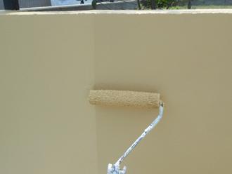 擁壁塗装作業中