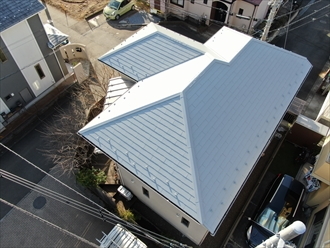 横浜市金沢区六浦東にて築10年経過し初めての外装リフォーム、屋根塗装と同時に棟板金も交換し屋根全体のメンテナンスを行いました、施工後写真