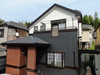 横須賀市太田和にて窯業系サイディングへ外壁塗装、パーフェクトトップ(N-93、N-25、15-30F)を使用して綺麗に塗り分けました、施工後写真