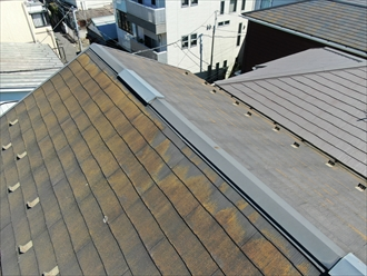 横浜市港北区篠原北にて三階建てお住まいの屋根調査、梯子が使用できない時でもドローンを使用してのスレート屋根を調査を行いました