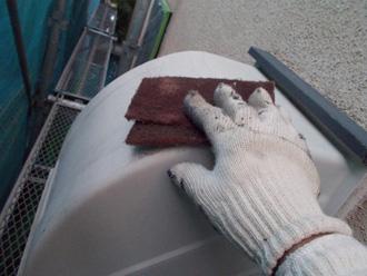 横浜市金沢区 換気扇フードの塗装 ケレン