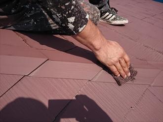 横浜市泉区で屋根塗装、鉄部への塗装の前にはケレン・下地処理が重要です