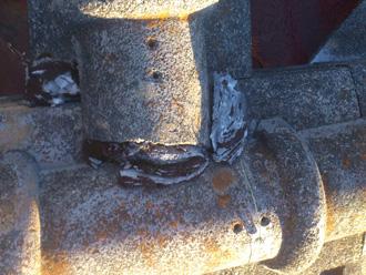 逗子市 屋根塗装前の点検 骨材の露出