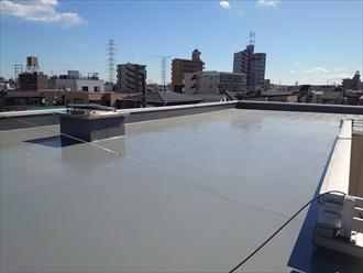 川崎市川崎区池田にて3階建て賃貸物件の屋上防水が劣化していた為、田島のオルタックエースを用いたウレタン塗膜防水密着工法にて改修致しました、施工後写真