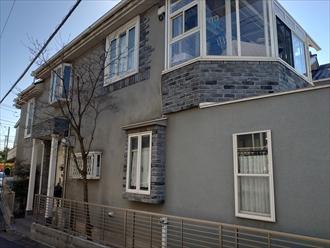 横浜市都筑区川和台にて築20年程で始めての屋根外壁メンテナンス、スレートへはサーモアイ4F(クールネオウィスタブルー)とモルタル外壁へはプレミアムシリコン(N-75)を使って屋根外壁塗装にてメンテナンスを実施、施工前写真