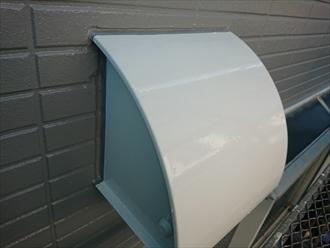 換気扇フードもアルミや鉄、プラスチックなど種類が多くありますが、今回は鉄製だったため塗装しました。