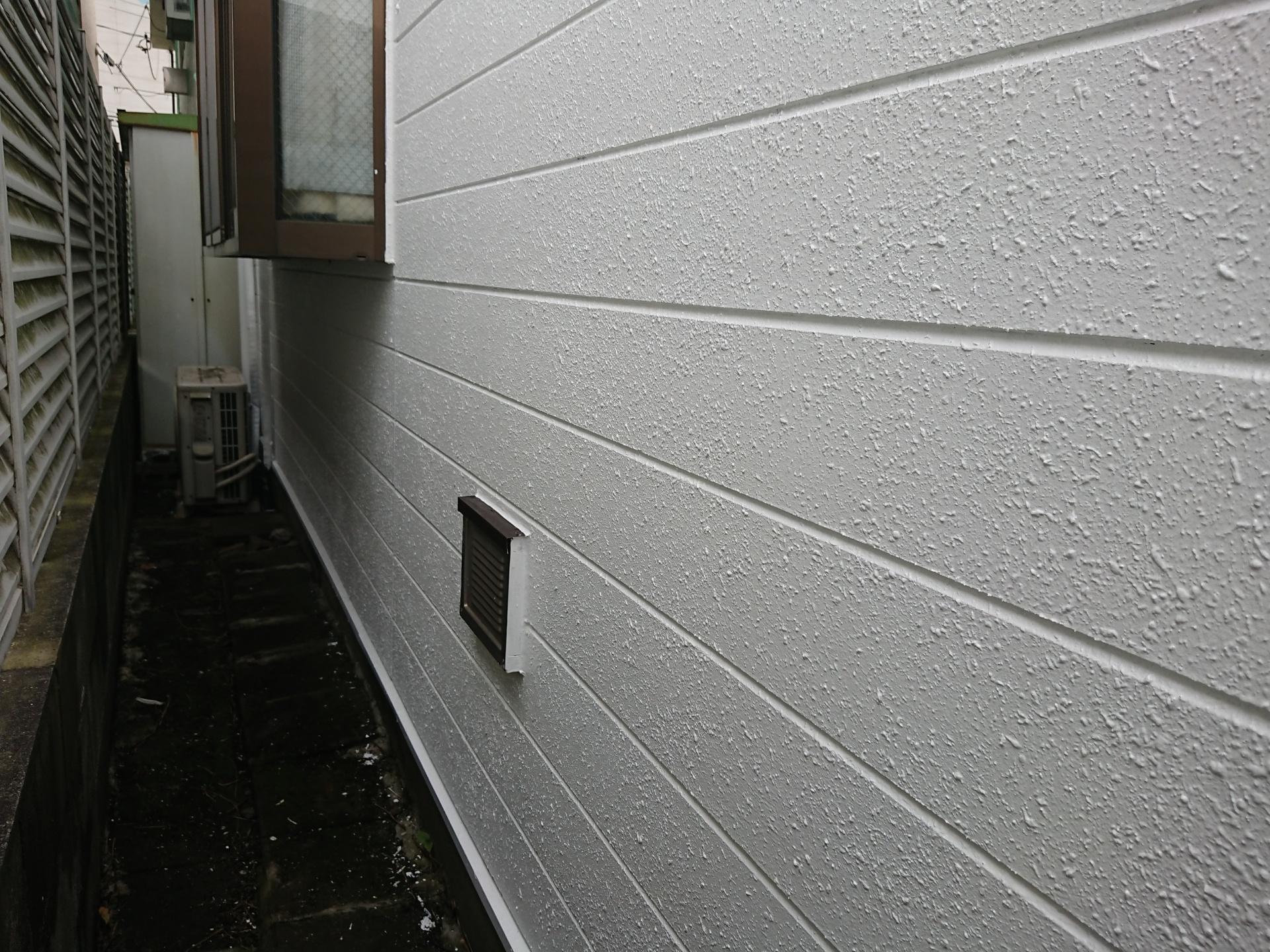 付帯部も外壁も全て3分つやホワイトで塗装完了です。塗ったばかりのキラキラした艶が好みではないとの事もありK様にはイメージ通りとお言葉を頂きました。