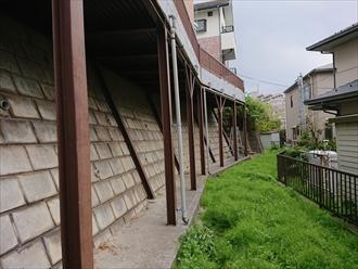 横浜市旭区川島町にて擁壁に取り付けられた鉄骨架台、錆が多く出てしまう前に日本ペイントのファインウレタンU100にて綺麗に生まれ変わりました、施工前写真