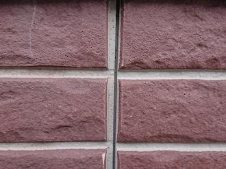 横浜市保土ケ谷区西谷にてお住まいの調査、タイル調やレンガ調の外壁には透明な塗料で雰囲気を変えずにメンテナンスができます