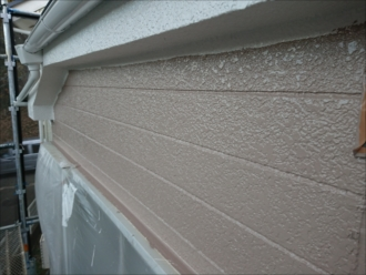 中塗り後の外壁
