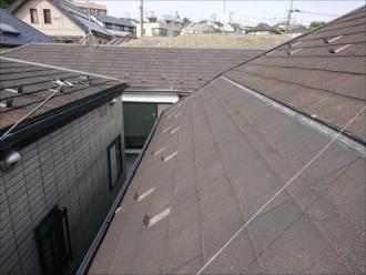 マンサード屋根の様子。途中で勾配が変わってしまうところが特徴です