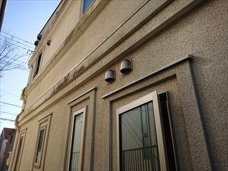 外壁塗装をご検討中の川崎市宮前区土橋のお住まいでは、外壁に汚れの付着やクラックも発生していました