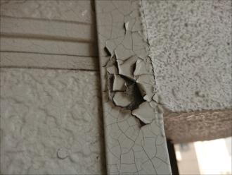 川崎市川崎区大師駅前にて直貼り窯業系サイディング外壁の塗膜がパリパリと割れてしまっていました