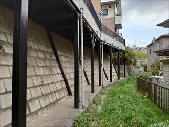横浜市旭区川島町にて擁壁に取り付けられた鉄骨架台、錆が多く出てしまう前に日本ペイントのファインウレタンU100にて綺麗に生まれ変わりました、施工後写真