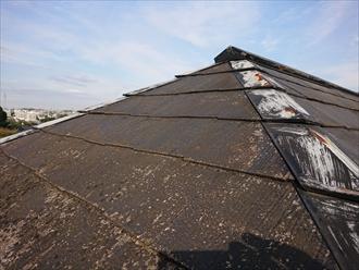 横浜市金沢区富岡西にて築25年経過し一度もメンテナンスしていないスレート屋根は板金の錆やスレートの劣化が顕著でした