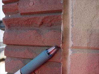 横浜市栄区庄戸の築10年のサイディング外壁の調査では外壁にひび割れや、シーリングの劣化が確認できました